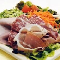 Salade repas à la charcuterie